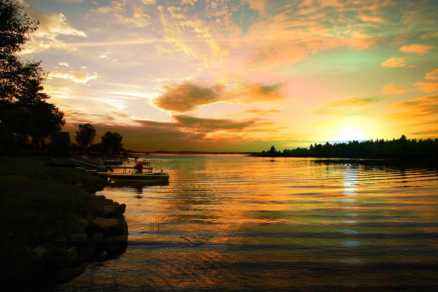 Perfect-Sunset-Lake